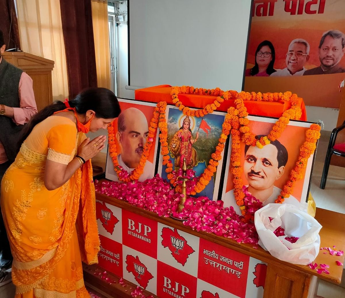 mayor-pays-homage-to-the-founders-of-bjp