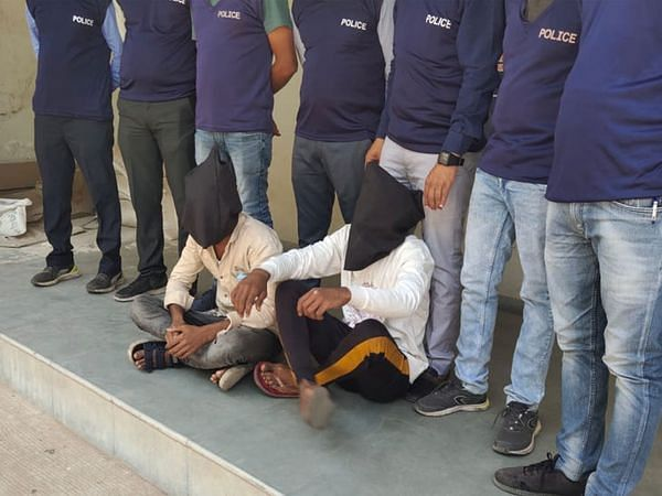 new-module-of-isi-terror-exposed-in-gujarat-two-arrested