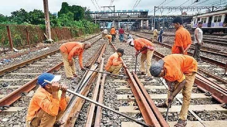 western-railway-jumbo-block-between-vasai-road-and-virar-stations-at-midnight-of-april-4