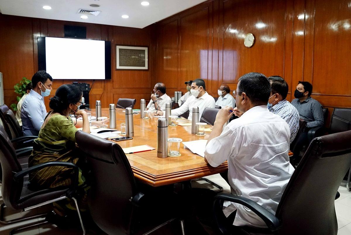 केजरीवाल का अफसरों को निर्देश- 'जहां झुग्गी वहां मकान' योजना में लाएं तेजी