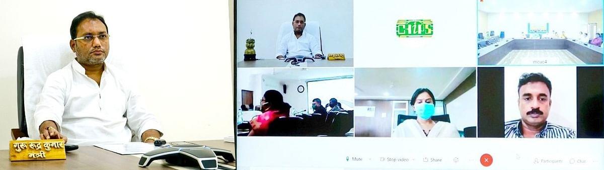 रायपुर : मंत्री गुरु रूद्रकुमार ने प्रभार जिलों की वीडियो कॉन्फ्रेंसिंग के माध्यम से की समीक्षा