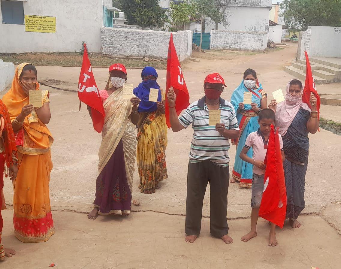 रायपुर : कोरोना आपदा से जुड़ी मांगों पर माकपा चला रही पोस्टकार्ड अभियान