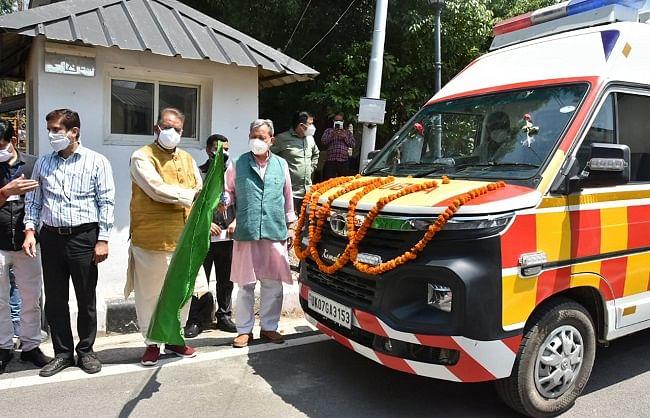 मुख्यमंत्री ने 132 लाइफ सपोर्ट एंबुलेंस जिलों को रवाना की