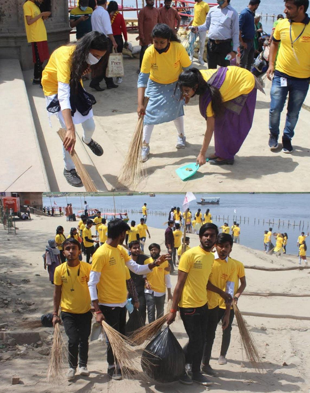 वृंदावन कुंभ परिसर में फैली गंदगी को छात्र-छात्राओं ने किया साफ