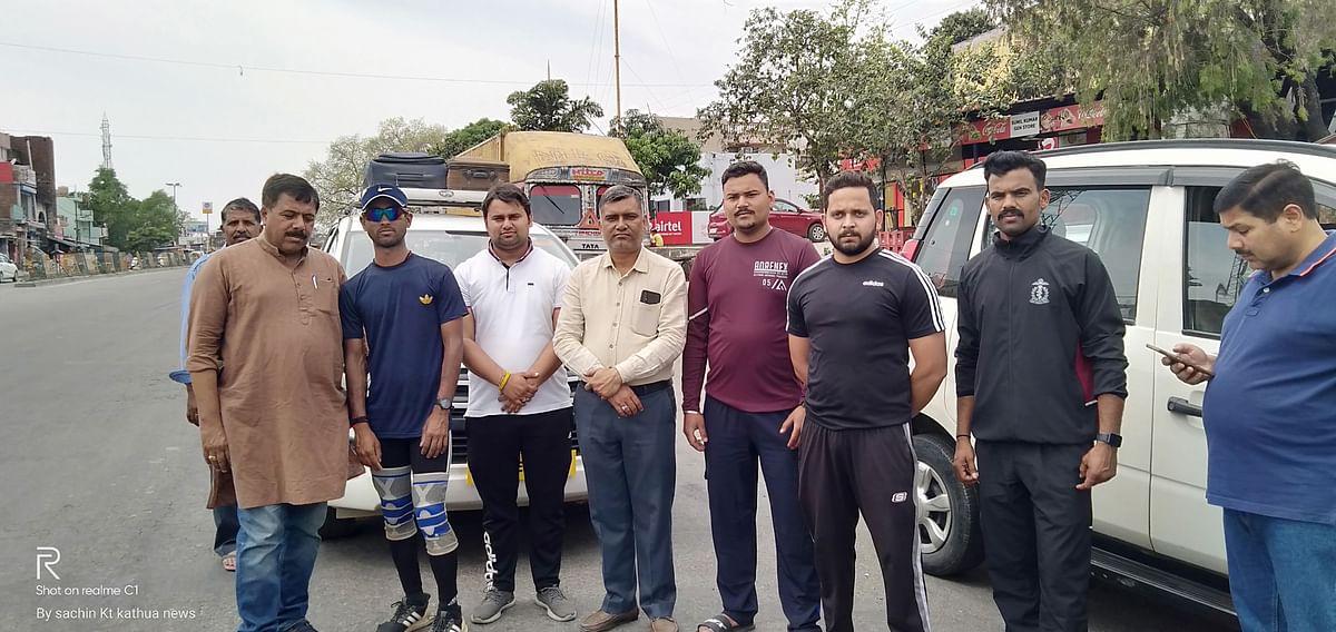 welcoming-indian-army-personnel-velu-perumal-who-ran-from-kashmir-to-kanyakumari-on-reaching-lakhanpur