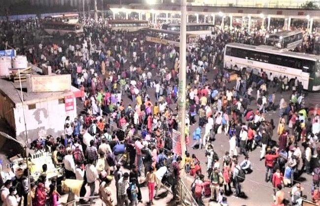 केजरीवाल की अपील बेअसर, हजारों प्रवासी मजदूरों ने दिल्ली से बोरिया-बिस्तर समेटा