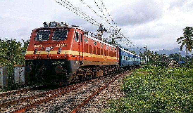 कर्नाटक-में-वेतन-संबंधी-मुद्दों-को-लेकर-RTC-की-हड़ताल-के-मद्देनजर-रेलवे-चलाएगा-विशेष-ट्रेनें