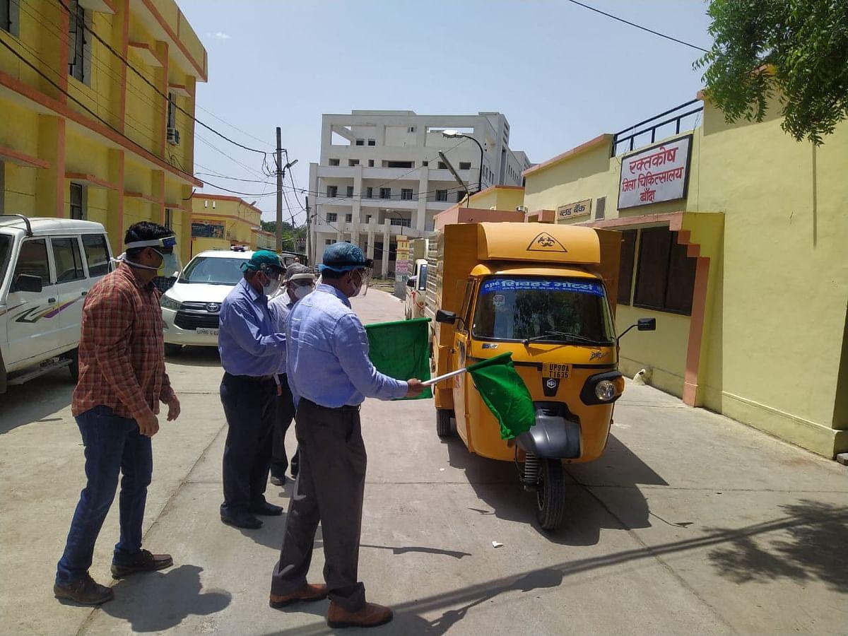 बायोमेडिकल वेस्ट वाहनों को जिलाधिकारी ने हरी झंडी दिखाकर किया रवाना