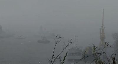 नौकाओं में फंसे 410 लोगों को बचाने के लिए भारतीय नौसेना के 3 जहाज तैनात (लीड-1)