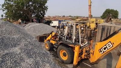 बिहार: नक्सलियों ने सड़क निर्माण कंपनी के बेस कैंप पर बोला हमला, जेसीबी फूंकी
