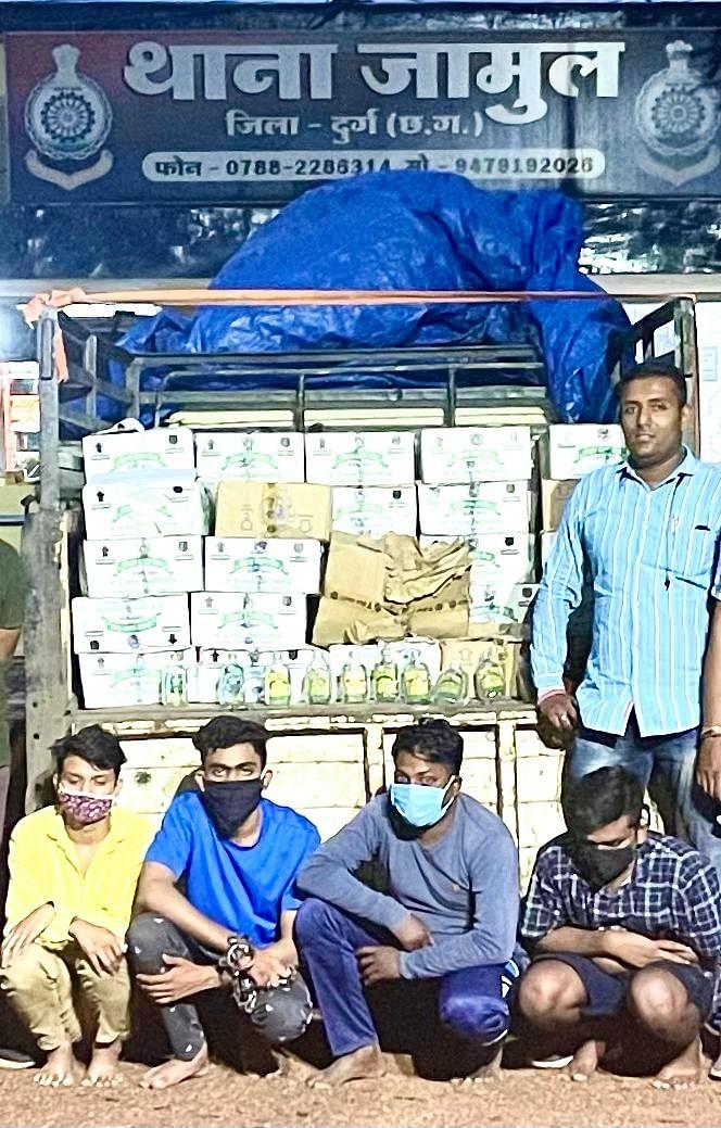 भिलाई नगर:महाराष्ट्र में निर्मित 102 पेटी देशी शराब जप्त, चार आरोपित पकड़ाए