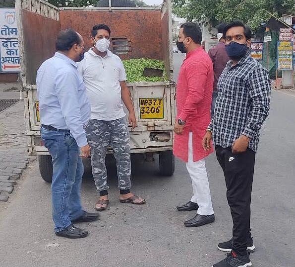 मेरठ शहर में हो रही प्रतिदिन सैकड़ों बेसहारा गौवंश की सेवा