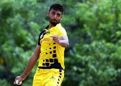 चक्रवर्ती, वॉरियर कोरोना पॉजिटिव, कोलकाता और बेंगलोर का मैच स्थगित : रिपोर्ट