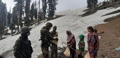 सेना ने जम्मू-कश्मीर के किश्तवाड़ में फंसे बकरवाल परिवार को बचाया