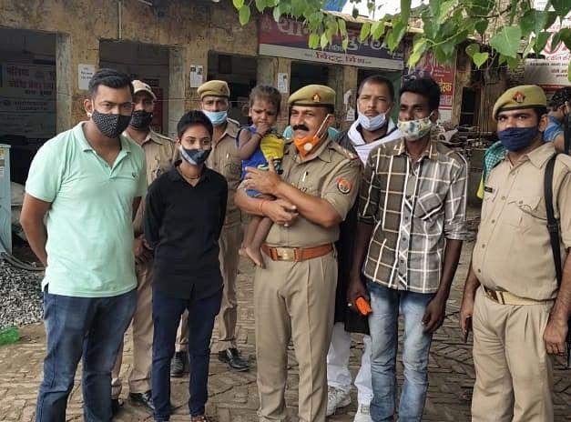 बलिया पुलिस ने बारह घंटे में बरामद किया डेढ़ साल की अपहृत मासूम को