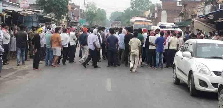 पुलिस कार्य प्रणाली से आक्रोशित ग्रामीणों ने शव रखकर हाइवे किया जाम