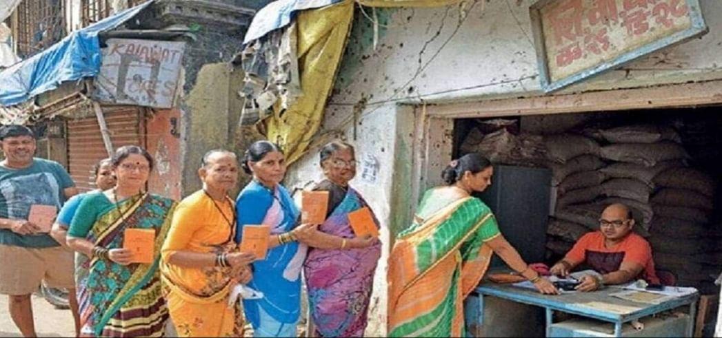 भोजपुर में केंद्र सरकार की पहल पर कार्डधारियों को मुफ्त खाद्यान्न दिलवाने में जुटे डीएम,स्टॉक से अधिक अनाज मिलने पर डीलर पर एफआईआर