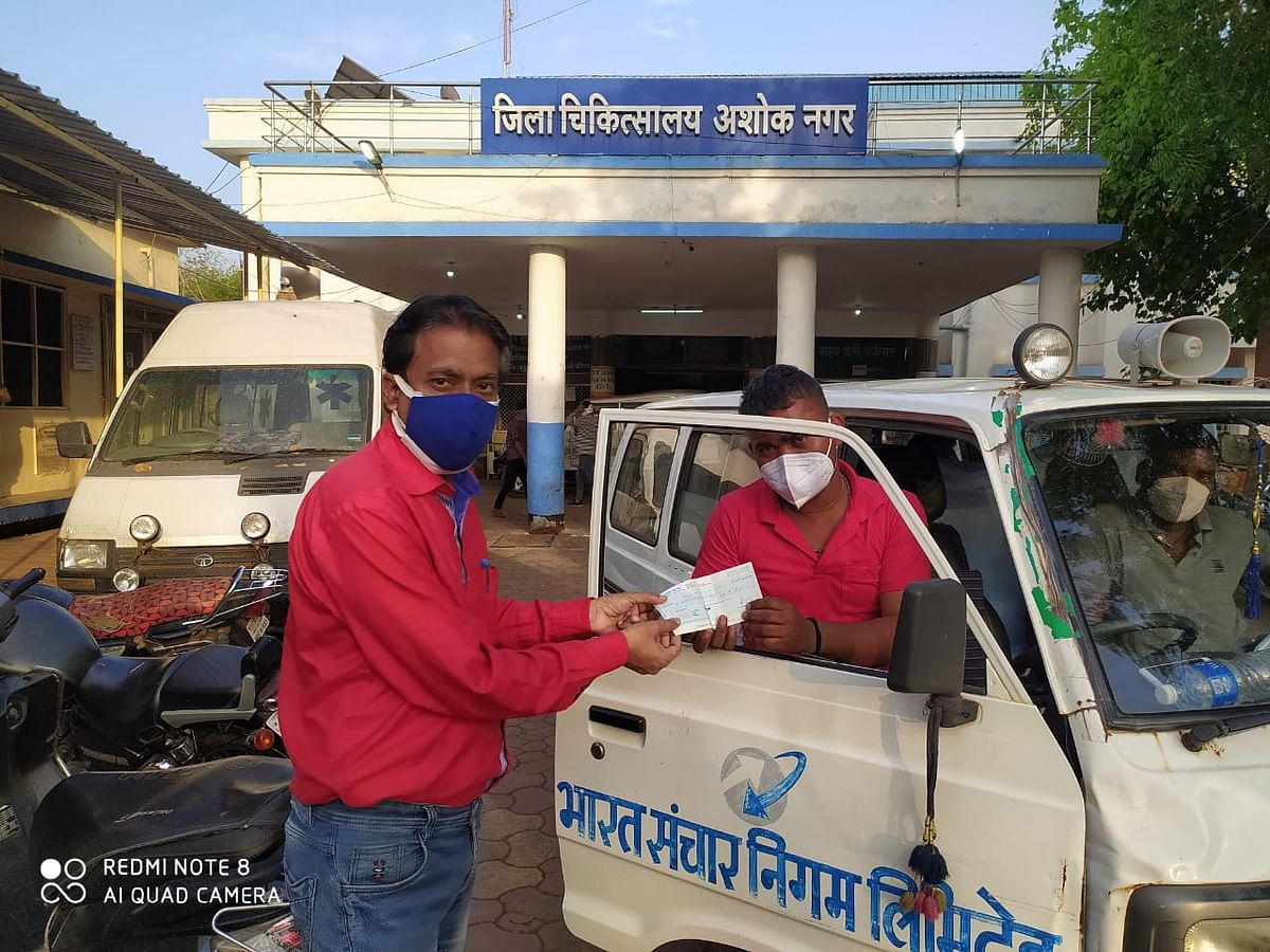 2100-rupees-check-given-on-the-birthday-to-encourage-the-vehicle-driver39s-enthusiasm