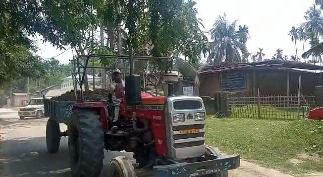 अवैध मिट्टी खनन में शामिल ट्रैक्टर को पुलिस ने किया जब्त