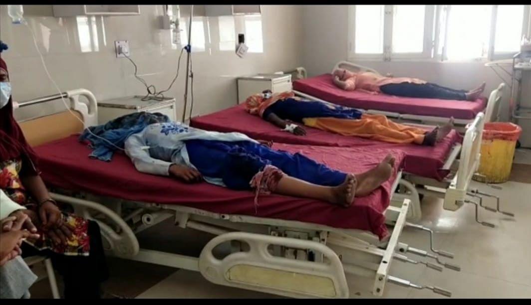 फिरोजाबाद: पुरानी रंजिश में मारपीट फायरिंग, छह महिलाएं घायल