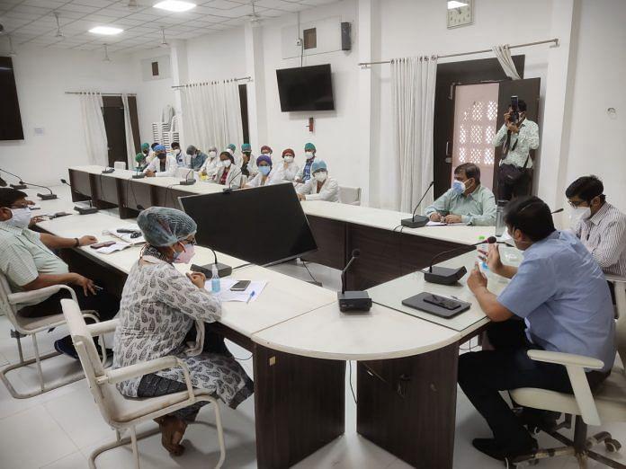 उज्जैन शहर के प्रत्येक जोन में शुरू होंगे 2 कोविड सहायता केंद्र, कलेक्टर ने दिए निर्देश