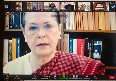 मोदी सरकार की उपेक्षा के बोझ तले देश डूब रहा : सोनिया गांधी