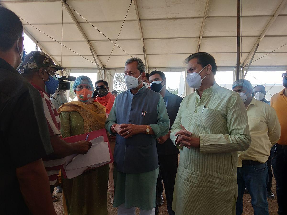 मुख्यमंत्री पहुंचे आईडीपीएल, तैयार हो रहे कोविड अस्पताल का निरीक्षण किया