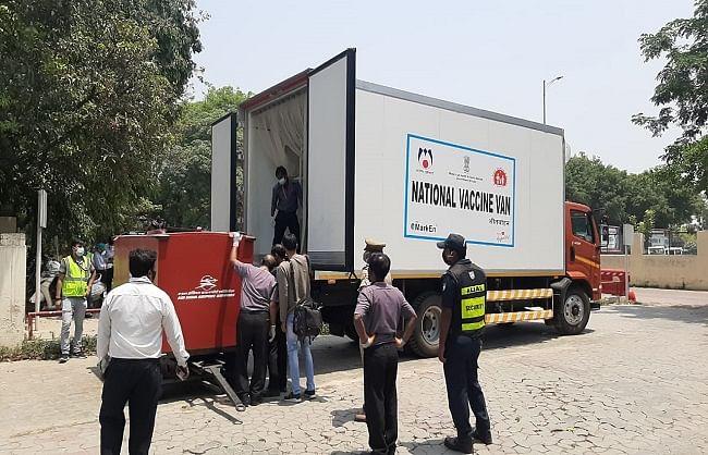 मुंबई से लखनऊ एयर इंडिया की फ्लाइट से पहुंचा 3.5 लाख कोविशील्ड डोज