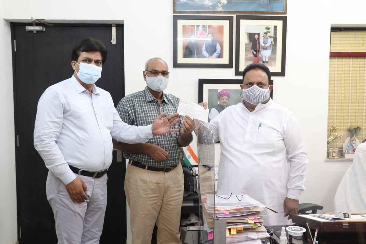 राजस्थान नर्सिंग कॉउन्सिल ने मुख्यमंत्री सहायता कोष में दिया एक करोड़ का चैक