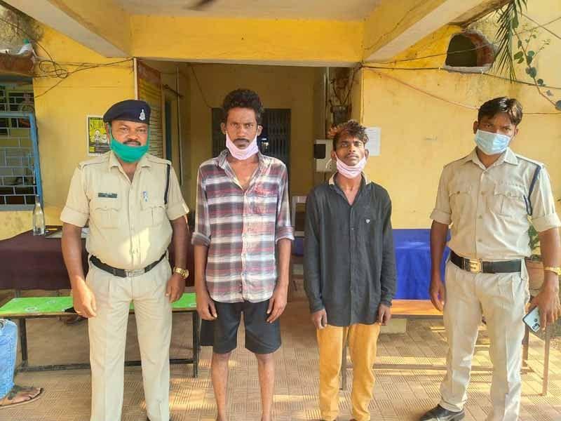 जगदलपुर : राहगीरों को धरदार हथियार लहराकर डरा-धमका रहे दो आरोपित गिरफ्तार
