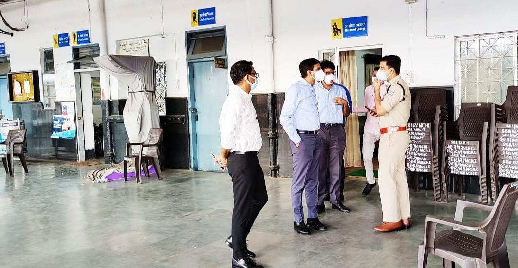 उपायुक्त  और एसएसपी  ने रेलवे स्टेशन का लिया जायजा