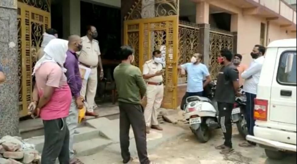 in-the-name-of-making-partners-in-work-two-youths-cheated-themselves-with-friends-for-rs-47-lakhs