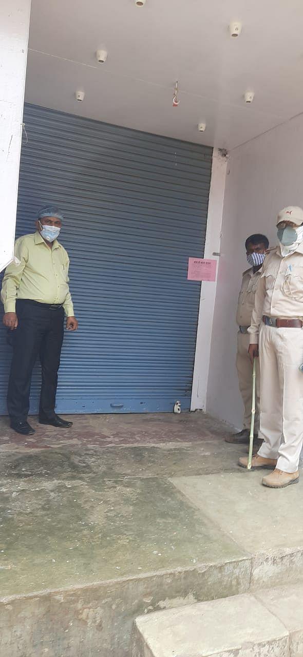 भोजपुर के बिहियां में लॉक डाउन का उल्लंघन करने वाले कई दुकानों को पुलिस ने किया सील