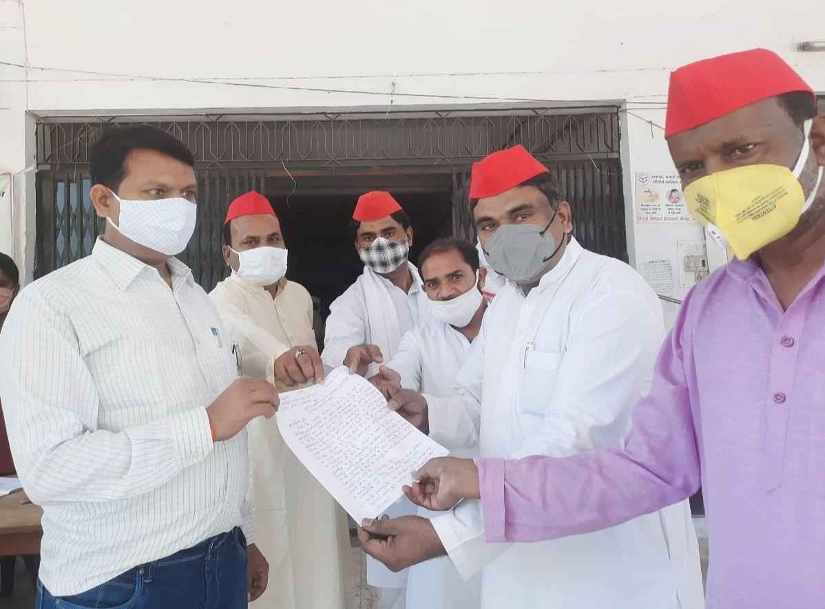 balrampur-former-sp-mla-gave-memorandum-on-problems-of-traders