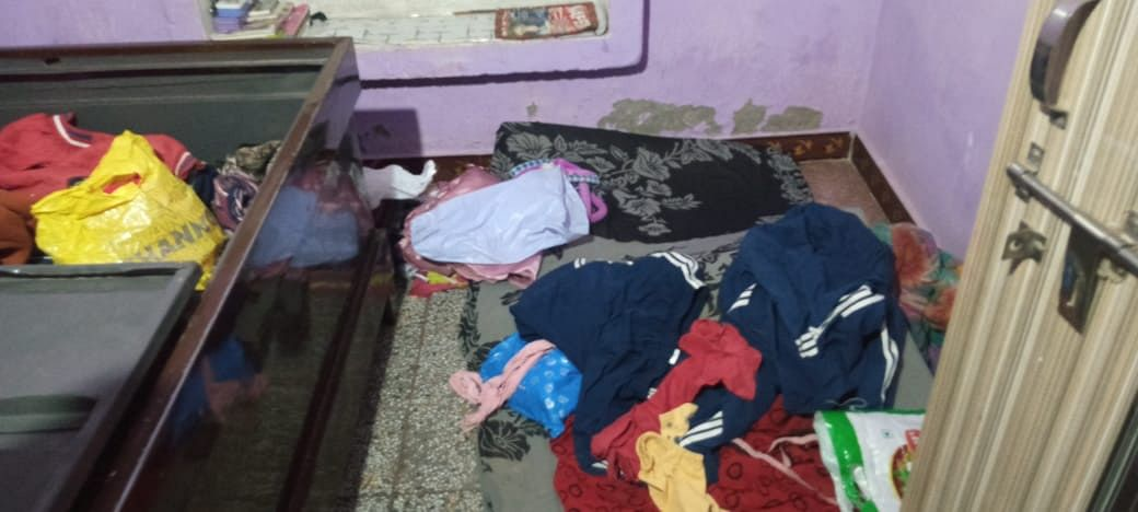 पूठ रोड पर तीन घरों में चोरों ने दी दस्तक, एक लाख से अधिक का माल ले गए