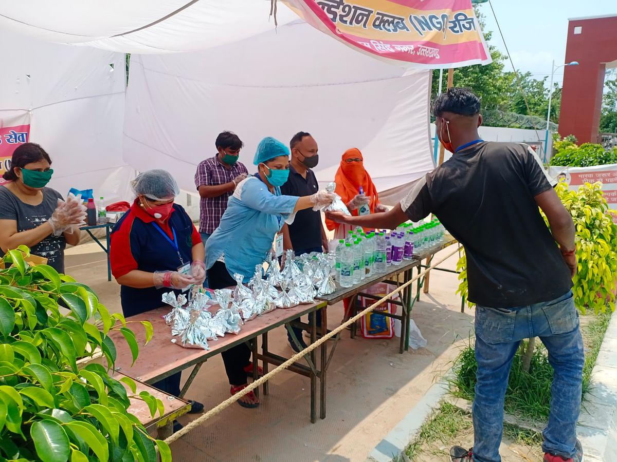 रुद्रपुर राइजिंग फाउंडेशन की भोजन सेवा जारी