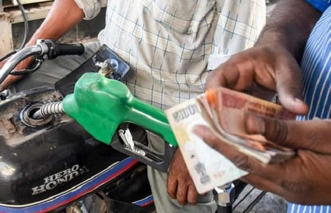 लगातार चौथे दिन महंगा हुआ पेट्रोल-डीजल