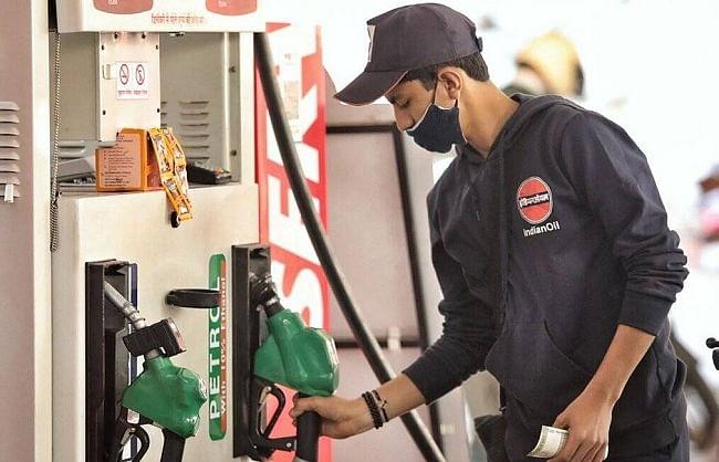 लगातार दूसरे दिन महंगा हुआ पेट्रोल-डीजल