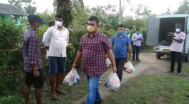 चाय उद्योग ने मुख्यमंत्री राहत कोष में दिया चार लाख रुपये का चेक