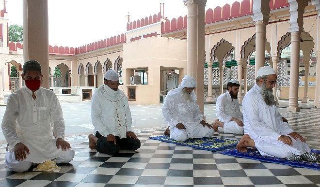देशभर में मनाया जा रहा है ईद का त्यौहार, प्रधानमंत्री मोदी ने देशवासियों को दी मुबारकबाद