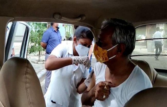 अहमदाबाद-गांधीनगर में ड्राइव-थ्रू टीकाकरण अभियान शुरू