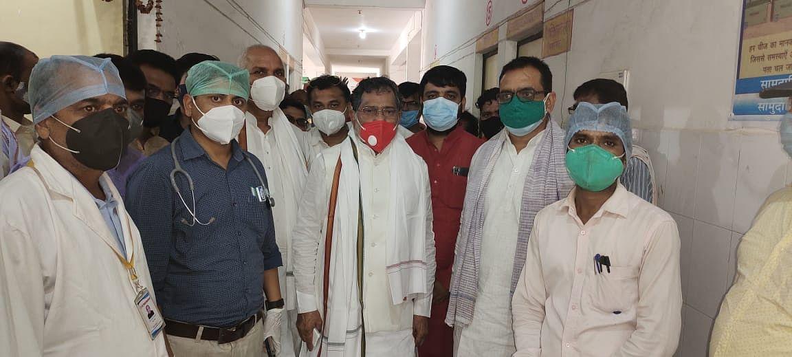 मैदान में उतरे नेता प्रतिपक्ष रामगोविन्द चौधरी ने देखी अस्पतालों की हकीकत