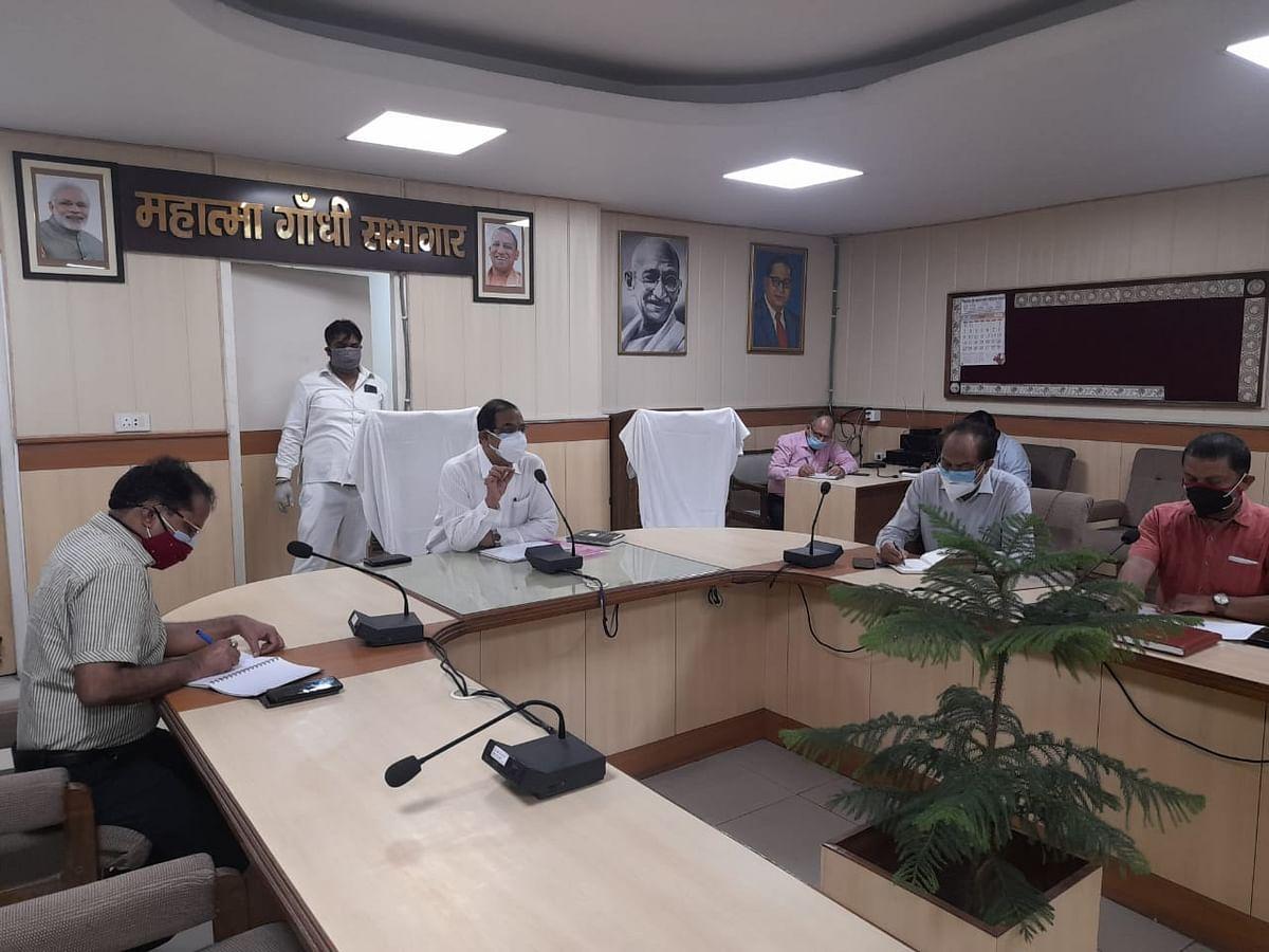 corona-vaccine-to-be-installed-in-vehicles-from-may-21-ajay-shankar