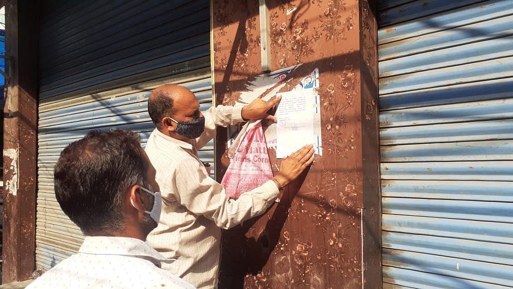 तहसीलदार ने कठुआ शहर के मुख्य बाजार का दौरा कर नियमों का उल्लघंन करने वालों के खिलाफ कार्यवाई की