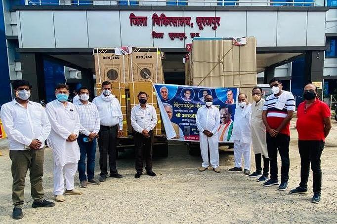 रायपुर- खाद्य मंत्री अमरजीत भगत ने कोविड केयर सेंटर के लिए 30 नग कूलर और 60 नग पंखा प्रदान किया