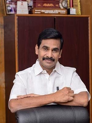 तमिलनाडु के मुख्य सचिव ने अफसरों को चेताया, खुश करने को मेरी किताबें न खरीदें