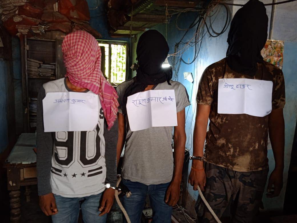 मुज़फ़्फ़रपुर में अष्टधातु की 12 मूर्ति के साथ तीन शातिर बदमाश गिरफ्तार