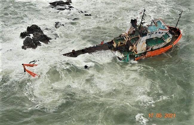 तूफान ताउते: समुद्र में फंसी कई भारतीय नावें, दो की मौत
