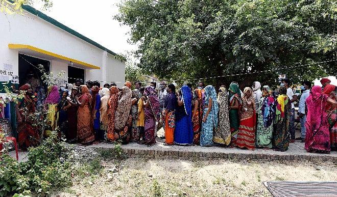 गौतम-बुद्ध-नगर-में-ग्राम-पंचायत-की-88-सीटों-में-से-40-पर-कब्जा-कर-महिलाओं-ने-रचा-इतिहास