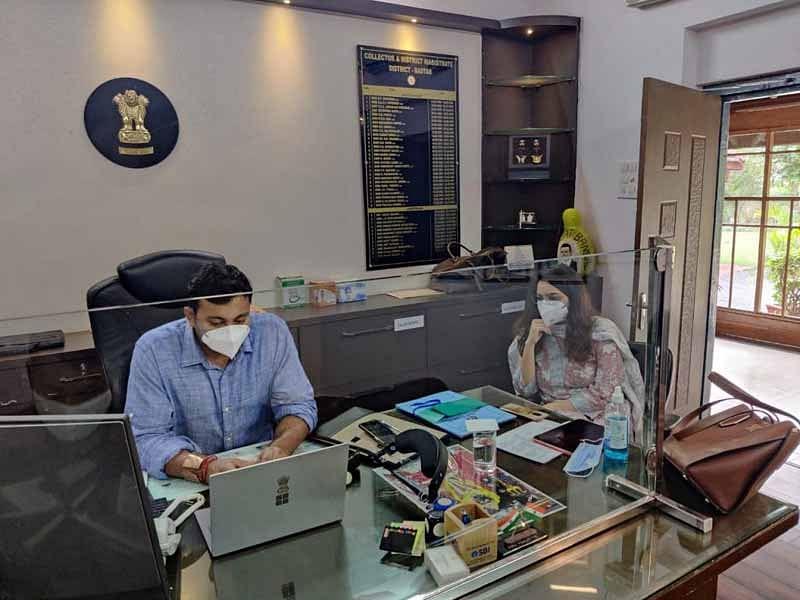 जगदलपुर : मेकॉज में भर्ती कोरोना मरीजों से कलेक्टर रोजाना कर रहे हैं चर्चा